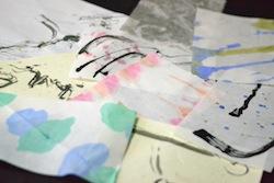 こちらは11月にみんなが作ったブックカバー。墨一色と思いきや、予想に反して色とりどり。