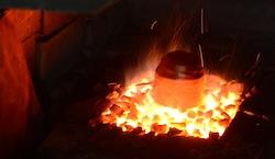 熱伝導の良い銅は、あっという間に熱され、そして水につけるとあっという間に冷たくなります。そして冷めても不思議な位ぐにゃぐにゃに。体感して下さい。