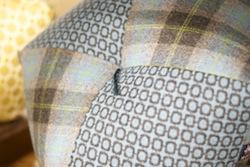 床でも椅子でも使える五角形のおじゃみ座布団。現代の座布団を模索する高岡屋さんならではのかたち。