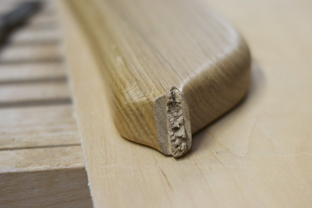 カール・ハンセンから譲り受けた、破損した家具のパーツ。ここから型を取り、新しいパーツを作っていきます。