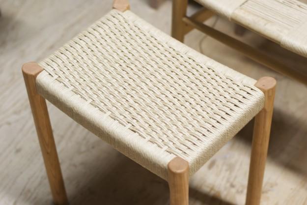 ペーパーコードで張られた椅子の座面。