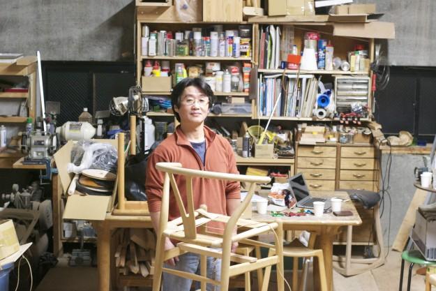 工房での坂本さん。