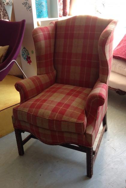 これぞ英国、という風情のタータンで張られた肘掛け椅子。