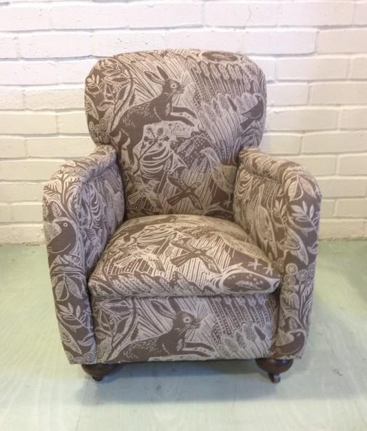 「Harevest Hare」という生地で張られた子供用の椅子。「かわいい」と大人気だったそう。