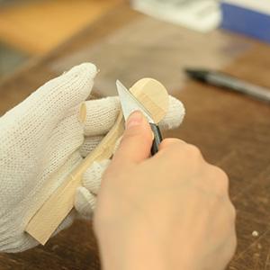 小刀つかって削っていきます