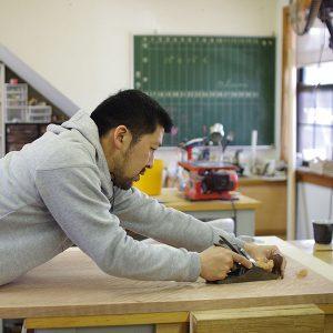 伊藤さんが木工家になったきっかけは、近所に大工さんがいたこと。何が人生のきっかけになるかは分かりませんね。