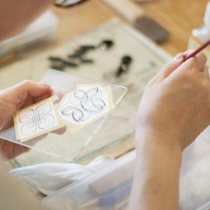 下絵を使って蒔絵筆の練習
