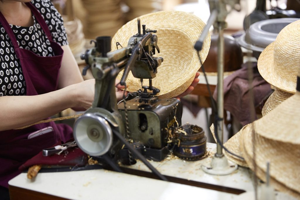 貫縫いミシンは、メンテナンスを繰り返しながら50年以上使い続けています