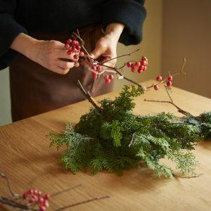 真っ赤なサンキライ。クリスマスらしくなります。