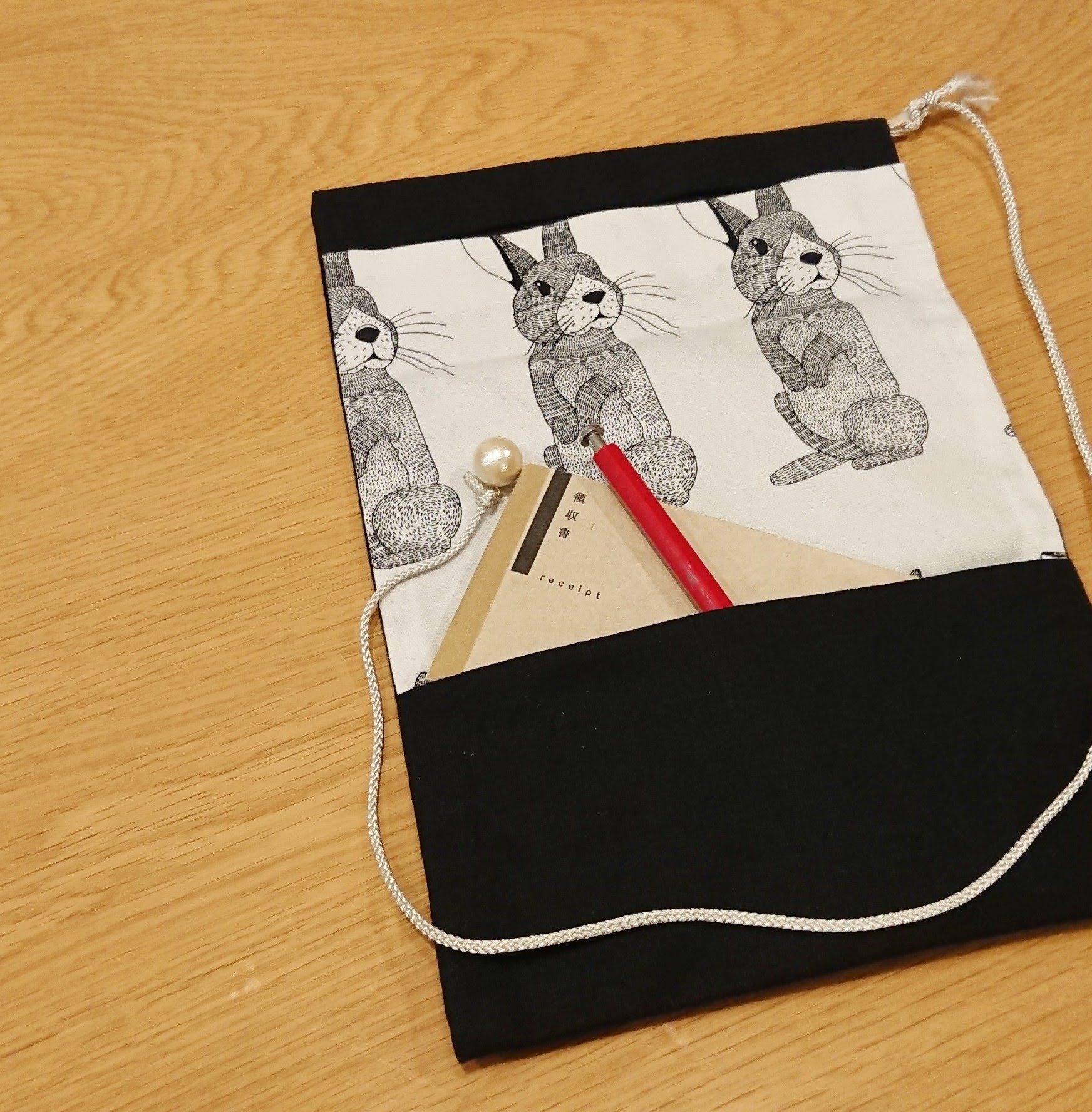 江戸時代の人が懐に入れて持ち歩いていたという三つ折りの道中財布。現代だったら、手帳通帳パスポートなんて入れてみてはいかがでしょう。