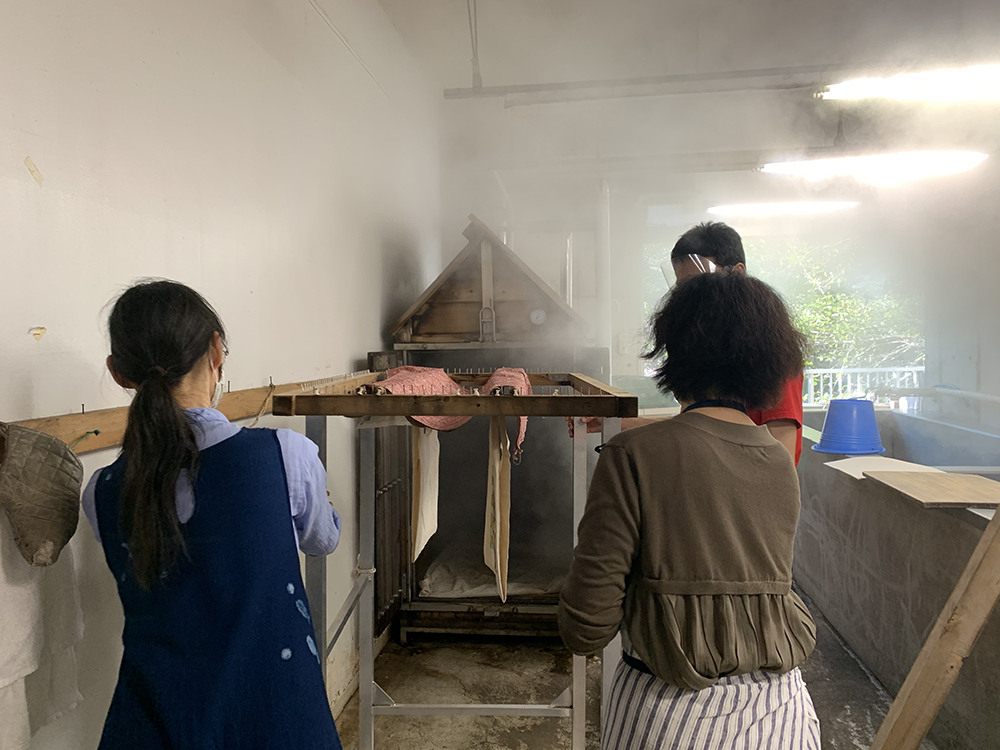 なんかサウナみたい。蒸し器の中で蒸す間にひとまず休憩です!