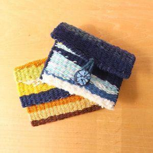 毛糸を使ったミニポーチ。かわいいですね。
