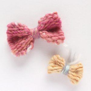 DANBOLOOMの撮影で使った毛糸の残りで作ったアクセサリー用のリボン。このサイズであれば余り毛糸でも織れるそうです◎