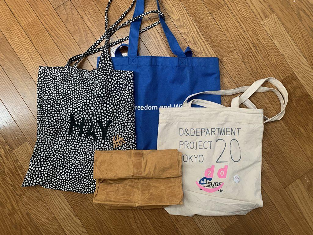 クルクル小さく巻いてカバンにいつも一つぐらいは持って出かけます。レジ袋など使いたくなくて、お買い物した日にはこんなマイバッグ使ってます。可愛いし、長く使えますよ。